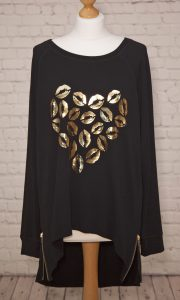 gold lips printed top