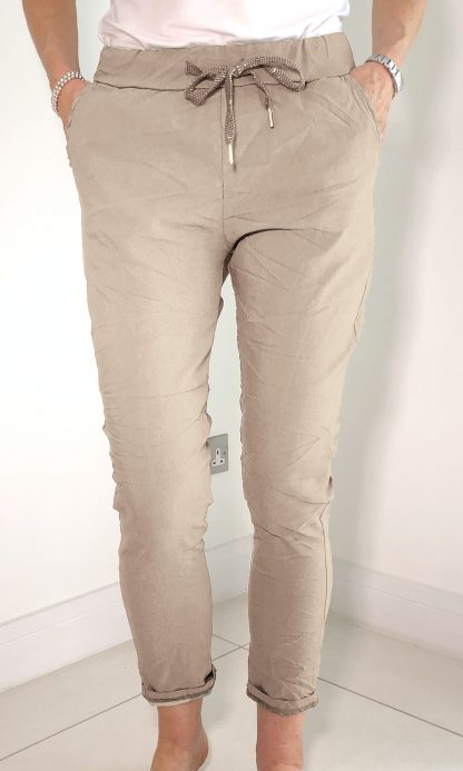 lightweight magic trouser cropped