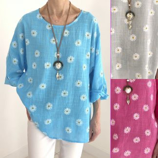 daisy top with necklace